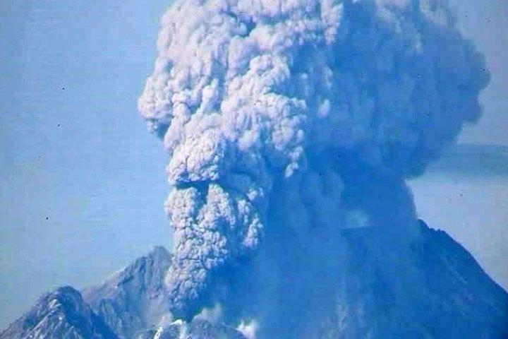 На Камчатке шестикилометровый столб пепла выбросил вулкан Ключевской