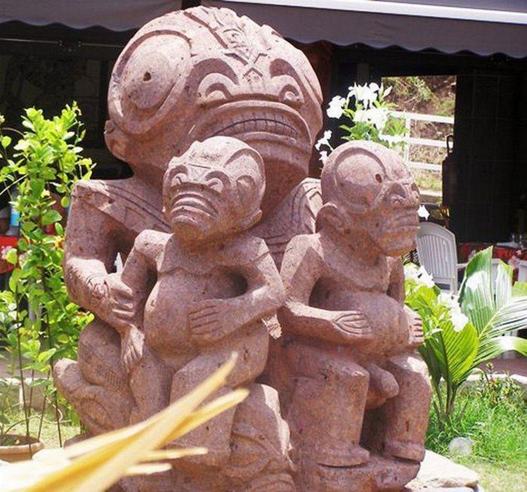 Большеголовые люди или инопланетяне: кого изображают статуи острова Нуку-Хива