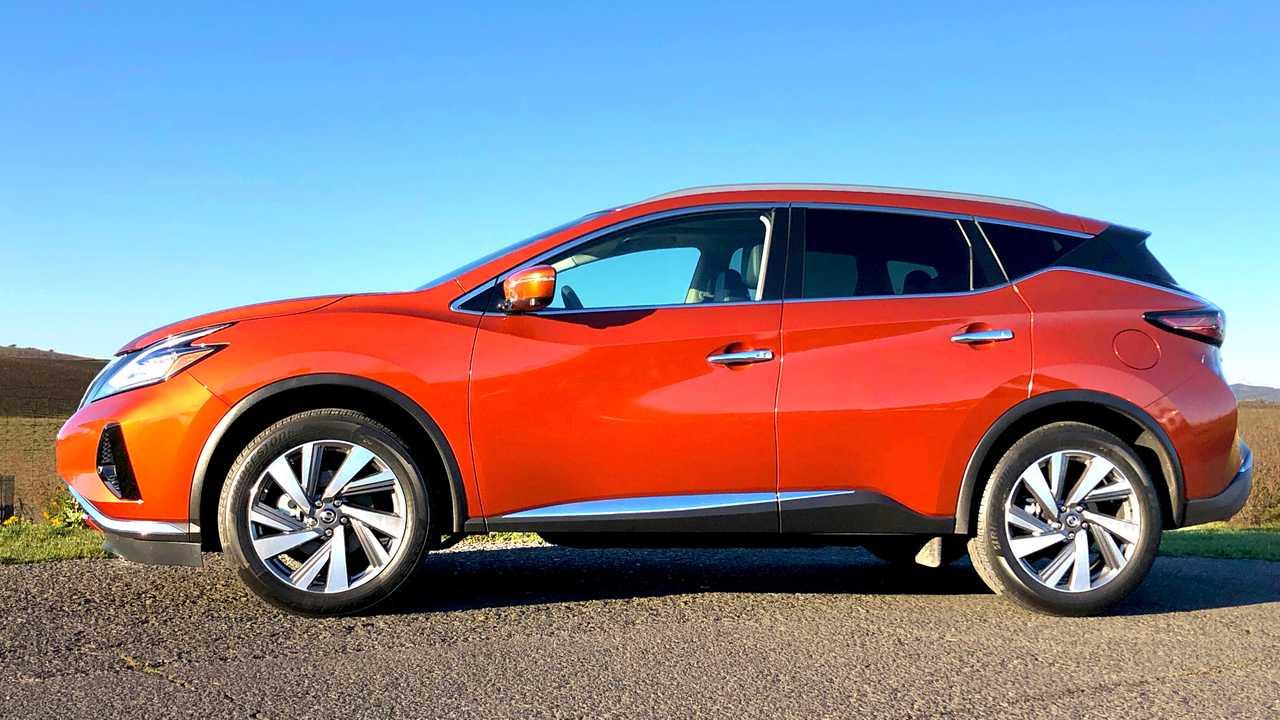Инженеры Nissan создали искусственное солнце для проверки окраски машин