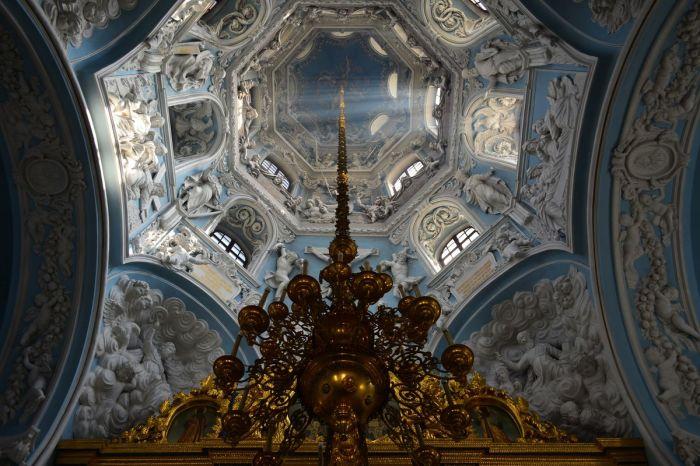 Сегодня это действующий храм, и полюбоваться невероятной красотой может любой желающий.