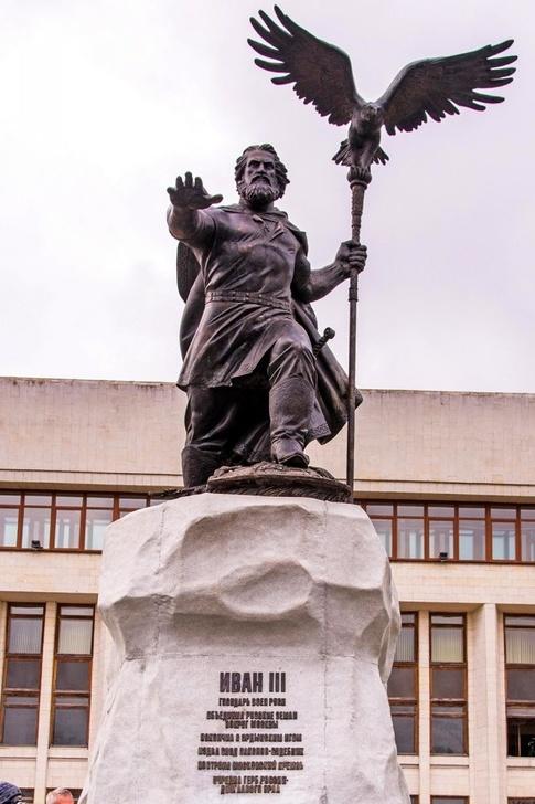 В Калуге торжественно открыли памятник Ивану III