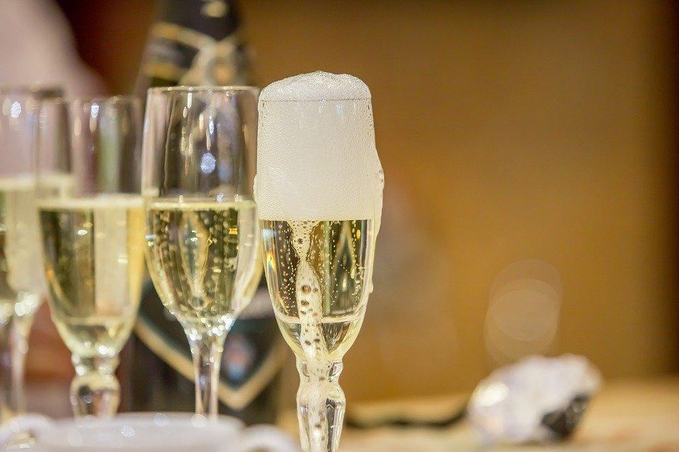 Цена – не главное: в Роскачестве рассказали о правильном выборе шампанского