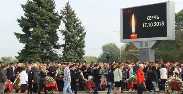 Федеральные каналы крутили комедии во время церемонии похорон в Керчи. Это что?