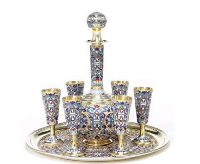 Набор для вина из золоченого серебра с эмалью. 1890 год