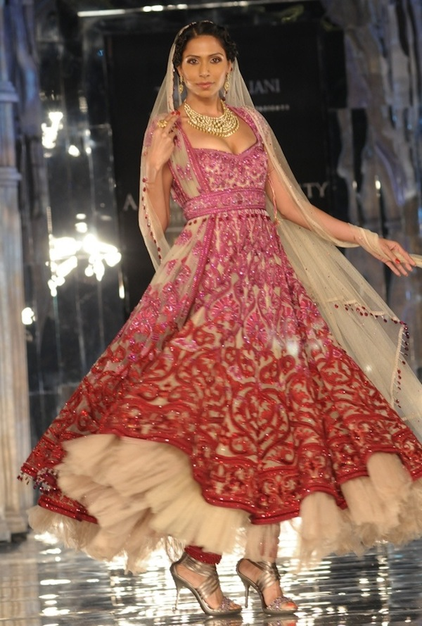 http://www.marrymeweddings.in/wpblog/wp-content/uploads/2011/09/Model-in-Tarun-Tahiliani2.jpg