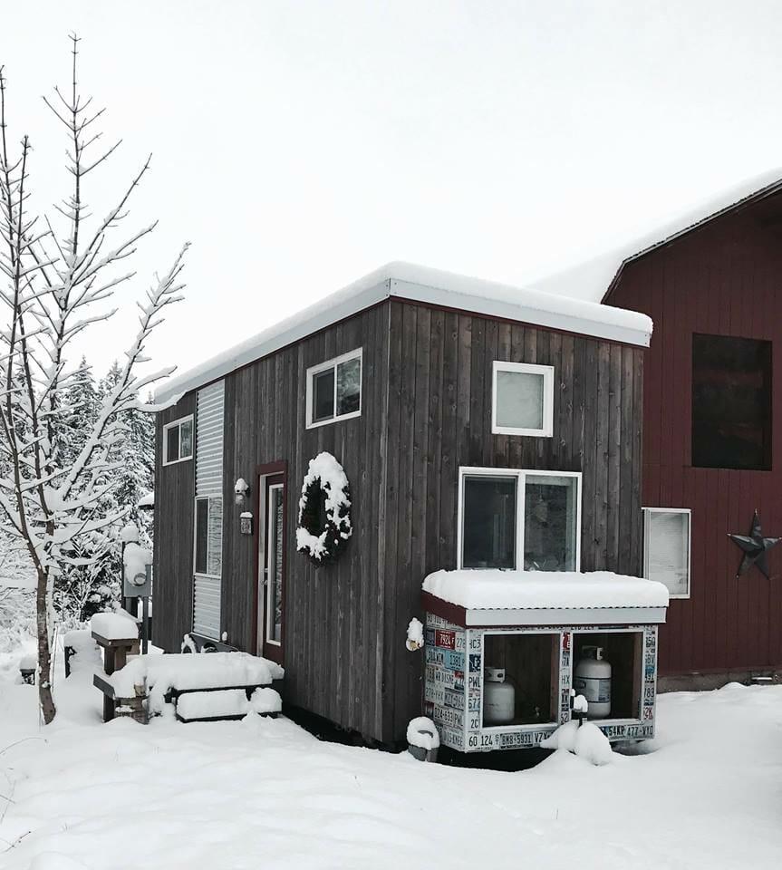 Малообеспеченная одинокая мать построила собственный крохотный домик. Заглянув внутрь, вы непременно захотите в него переехать!