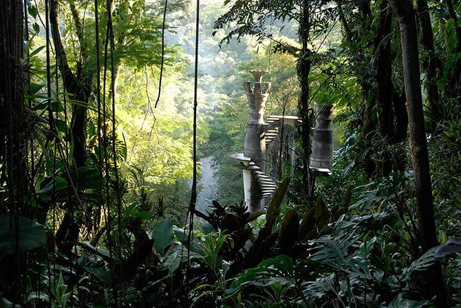 Прогулка по сюрреалистическому городу в джунглях Мексики