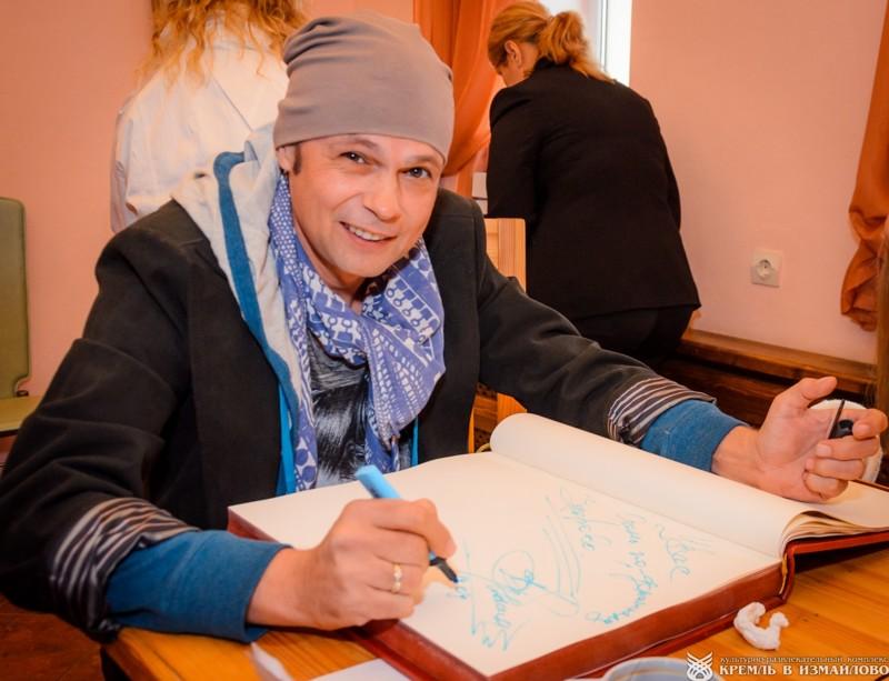 """Рак лимфатической системы пережил и Владимир Левкин, солист группы """"На-на"""". болезнь, вылечились, знаменитости, лечение, рак"""