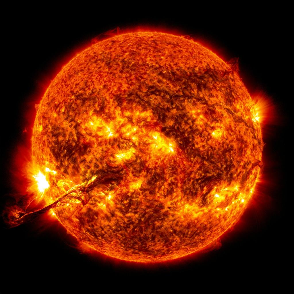 Что происходит на поверхности Солнца