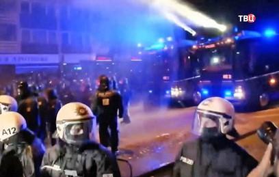 Полицейский открыл огонь во время протестов в Гамбурге
