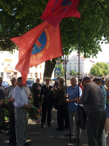 Чернигов: Великий праздник Победы не отдадим уничтожить нацистам!