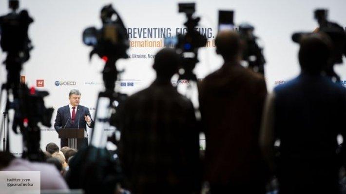 Всем молчать, или Топ законопроектов по ограничению свободы слова: эксперт раскрыл, как Порошенко подминает под себя СМИ