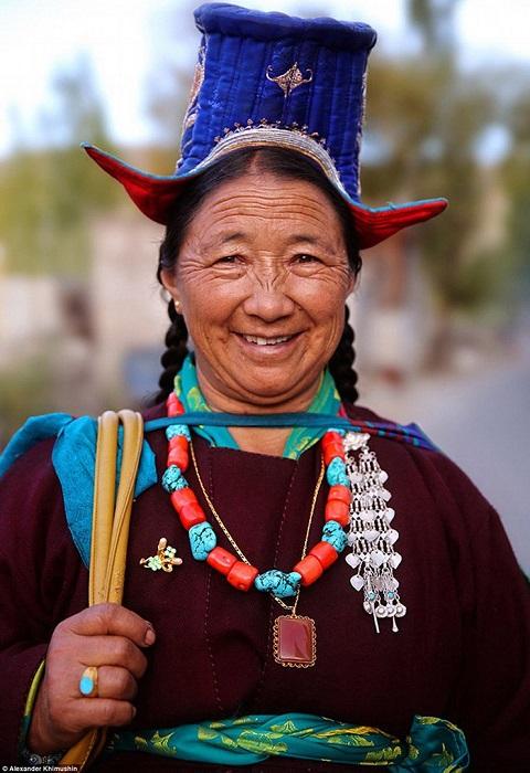 Женщины малочисленного древнеиндийского народа имеют сразу нескольких мужей.