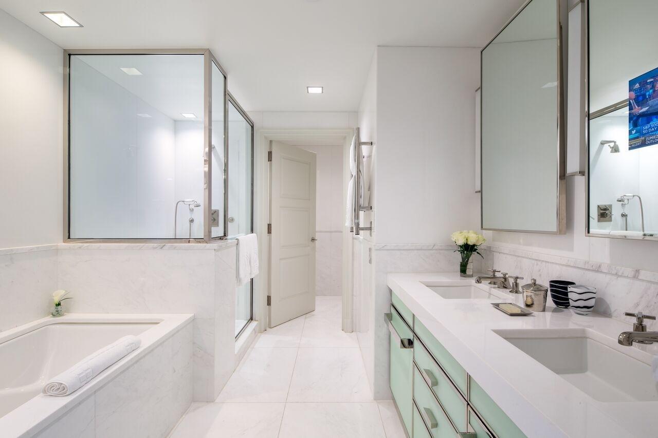 Как почистить белую ванную
