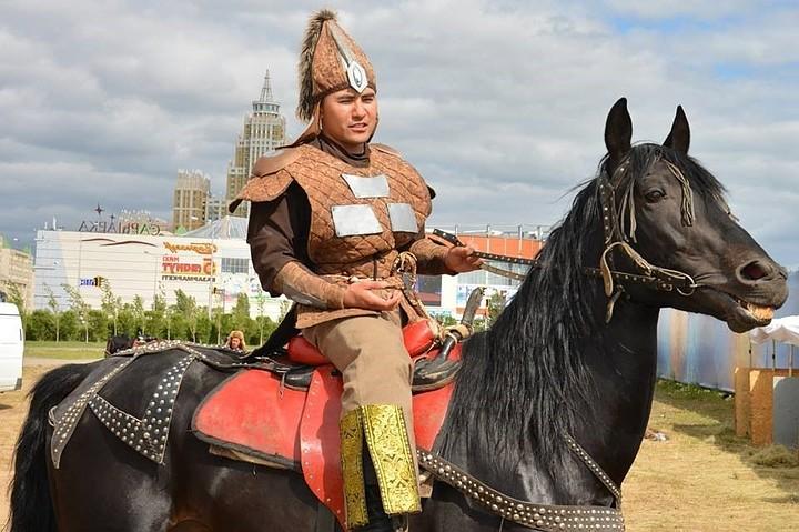 В Казахстане каскадер умер на Хэллоуин после выполнения трюка с повешеньем