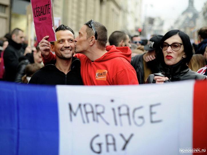 Макрон напомнил Путину, как важны для Франции геи