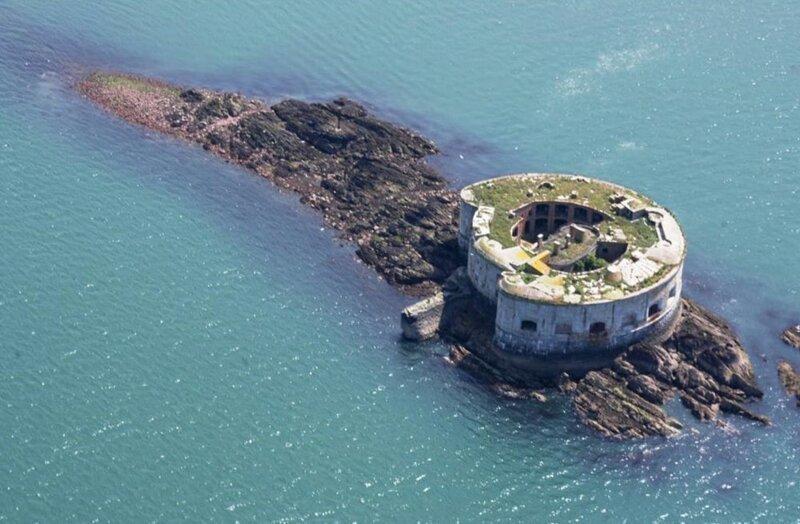 Британский форт на острове выставлен на продажу - добро пожаловать в музей 19 века!-17 фото-