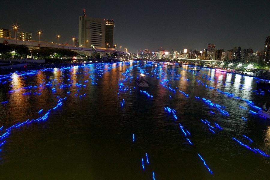 71 100.000 Голубые Шары, Плавающие Вниз по Реке В Токио