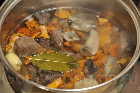 Кундюмы (постные пельмени с грибной начинкой)