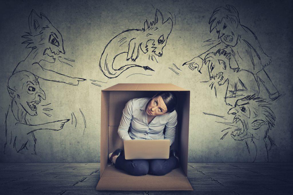 Слуховые галлюцинации: пора к психиатру?