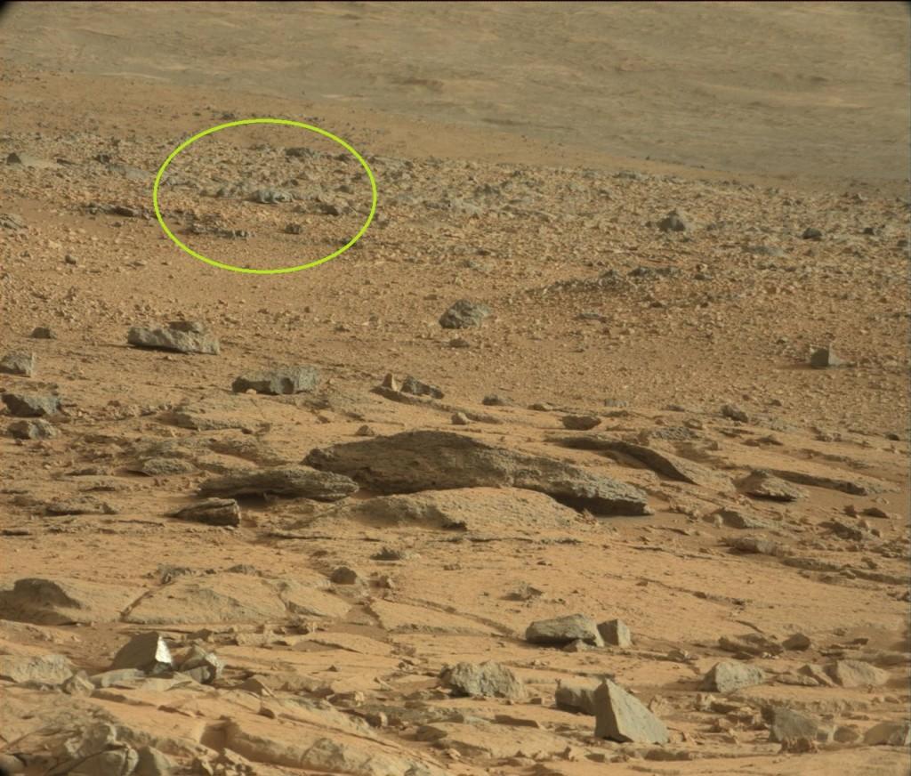 На фото Марсианской поверхности японец обнаружил очередную странность.