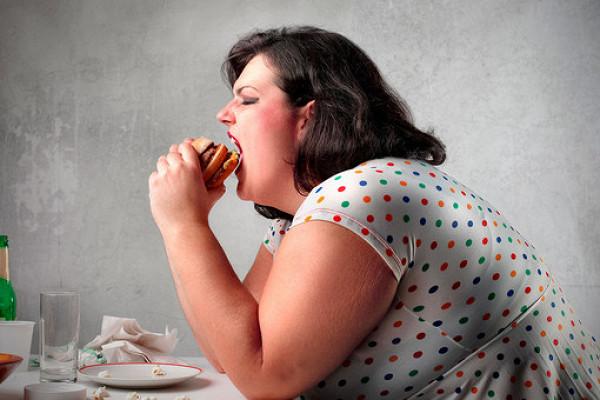 Ученые назвали дополнительный фактор ожирения уженщин