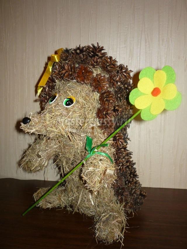 Забавный Ежик из сена и шишек. Мастер класс с пошаговым фото / Поделки / Природные поделки