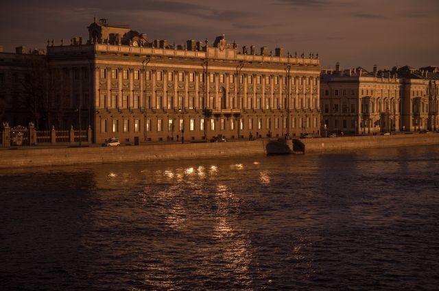 Служебный корпус Мраморного дворца в Санкт-Петербурге выставлен на торги