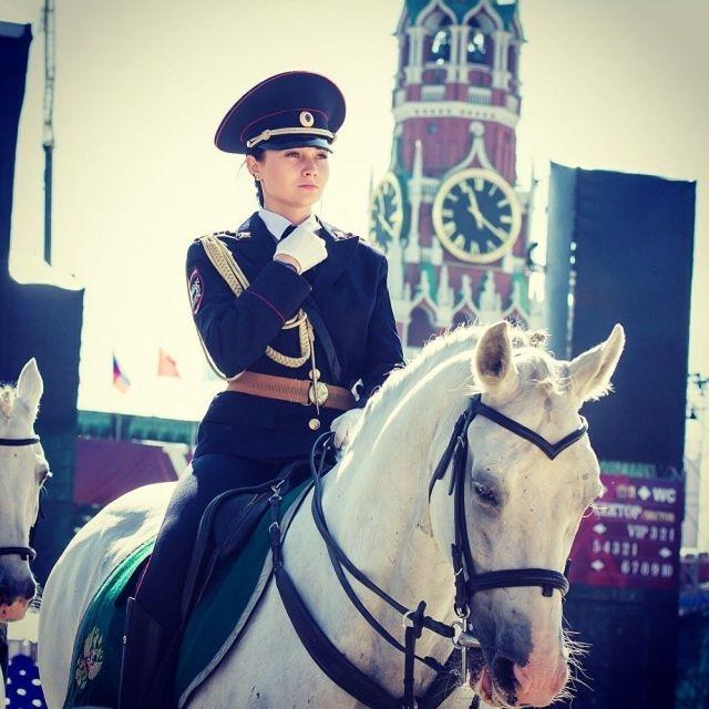Сотрудница российской конной…