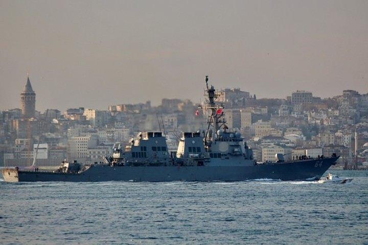 Американский ракетный эсминец «Карни» зашел в Черное море