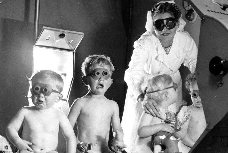 Искусственные солнечные ванны великобритания, врачи, дата, здравоохранение, медицина, пациенты, старые снимки, старые фото