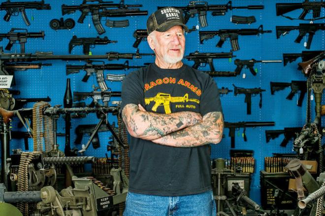 Самый вооруженный человек в Америке показал свой арсенал публике