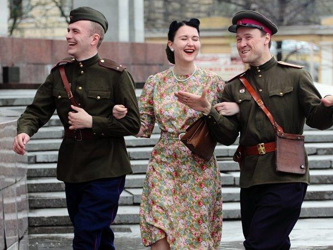 Мода военных и послевоенных лет. Уход за кожей лица в пожилом возрасте