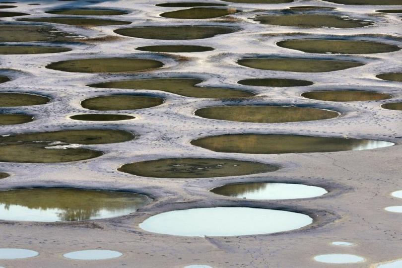 Пятнистое озеро (© Jeremy Hiebert)