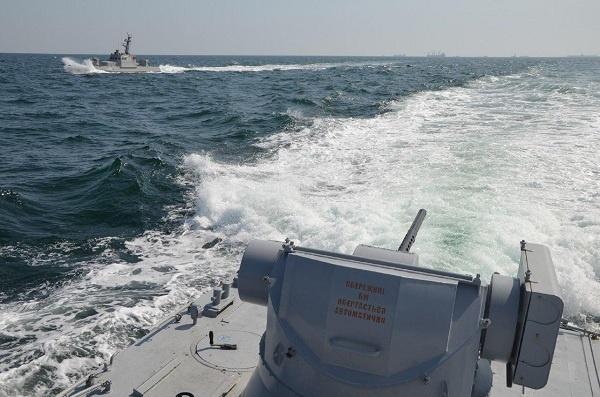 ФСБ: три корабля ВМС Украины незаконно зашли в территориальные воды России и были протаранены