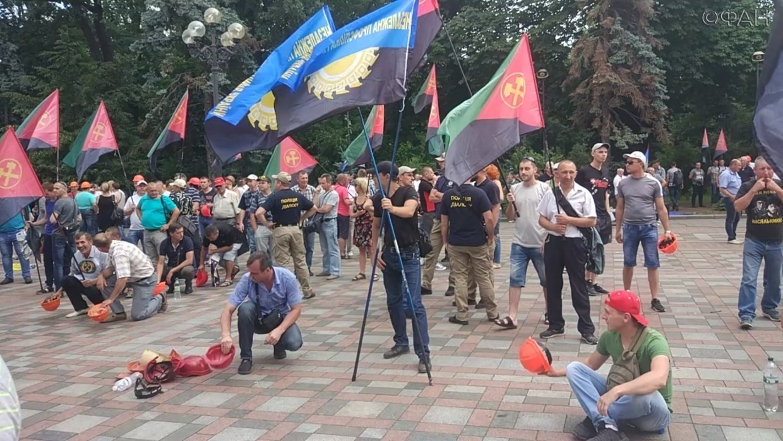 Власти некогда заниматься народом: эксперт объяснил, почему на Украине растет социальная напряженность