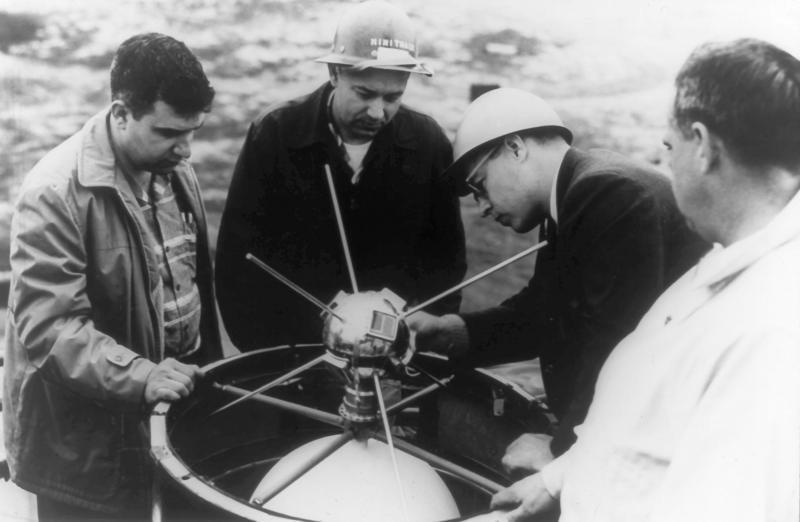 Самый старый искусственный спутник земли Курилка, СССР, жив, спутник