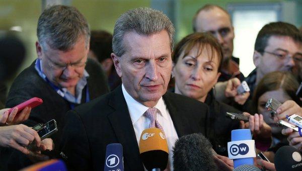 Еврокомиссар по энергетике Гюнтер Эттингер в преддверии трехсторонних переговоров по газу в Брюсселе, Бельгия. 29 октября 2014