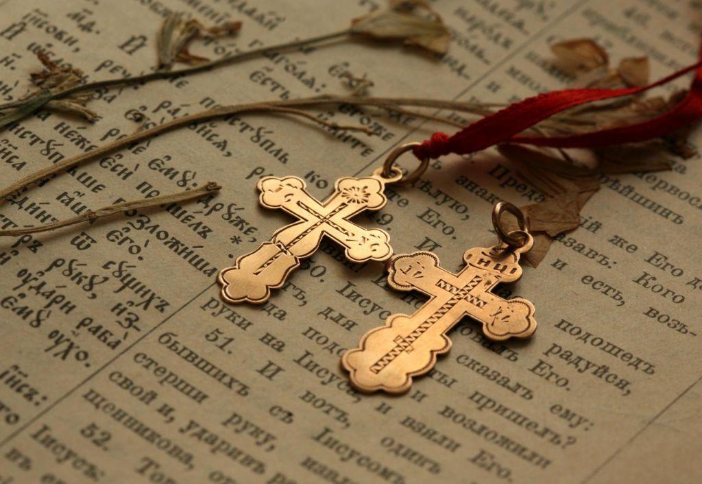 Что нельзя делать с крестиком? Как читать молитву «Отче наш»?