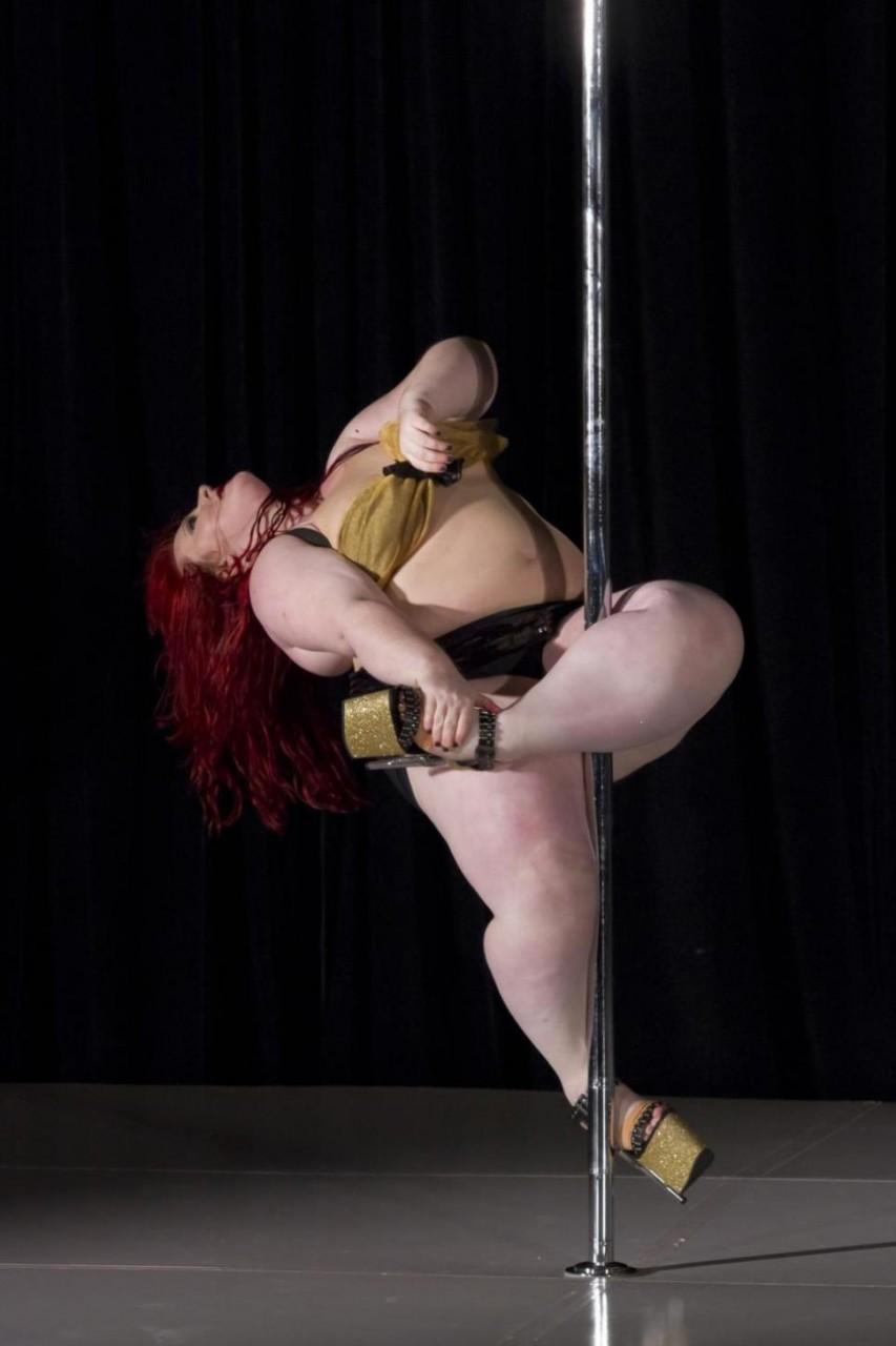 Танец толстой женщины 3 фотография