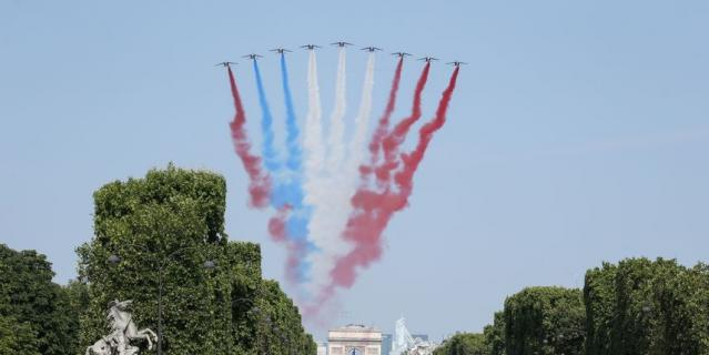 ДТП и неправильный флаг Франции: Как прошёл парад в Париже