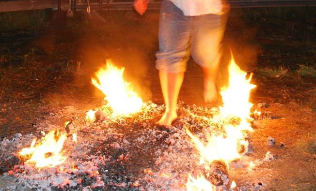 Как пройти по углям и не обжечься?
