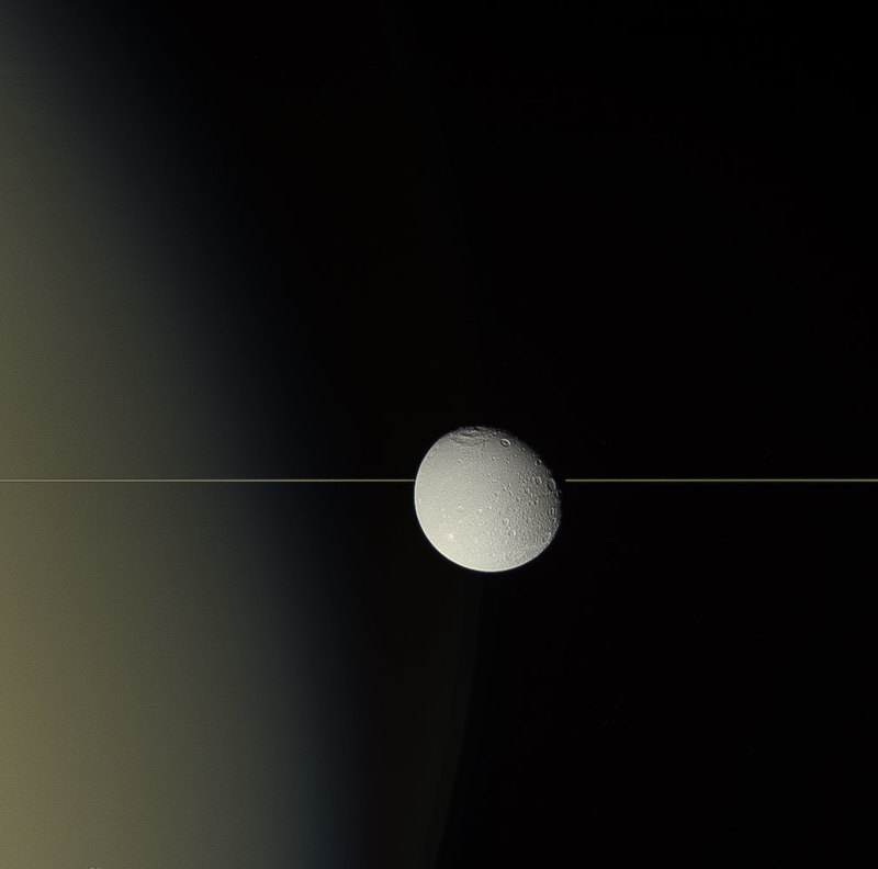 NASA опубликовало удивительный снимок Дионы