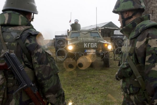 Прямая угроза безопасности: НАТО устроили провокацию в Косово на границе Сербии