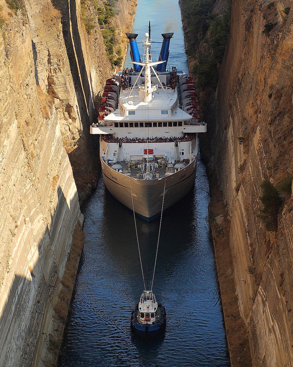 Коринфский судоходный канал – самый узкий в мире