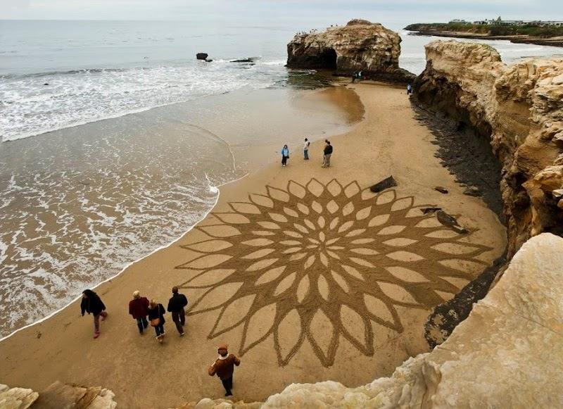 Необычные рисунки на песке Андреса Амадора