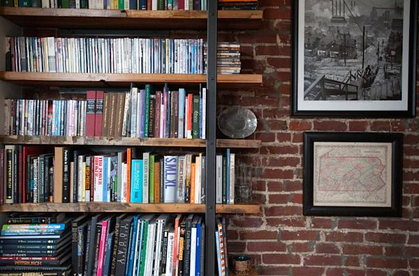 Открытые полки как украшение дома: 10 идей фото 1
