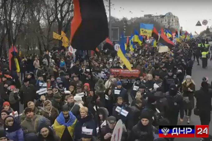 В Киеве проходит марш за импичмент Порошенко