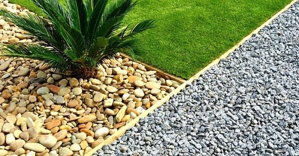 Как оформить двор возле частного дома