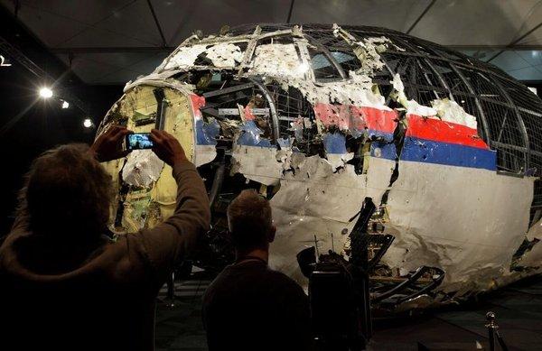 """Сбитый Боинг над Донбассом: это теракт, - утверждает журналист """"Комсомольской правды"""""""